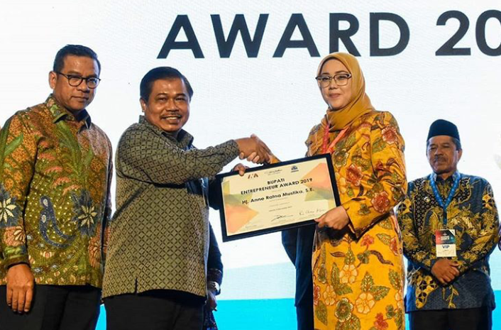 Bupati Purwakarta Mendapat Penghargaan Regional Leader Enterpreneur Awards 2019